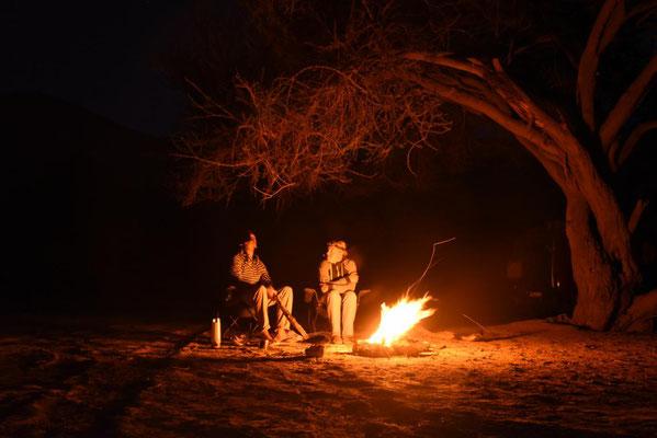 Lagerfeuer im Akazienwald