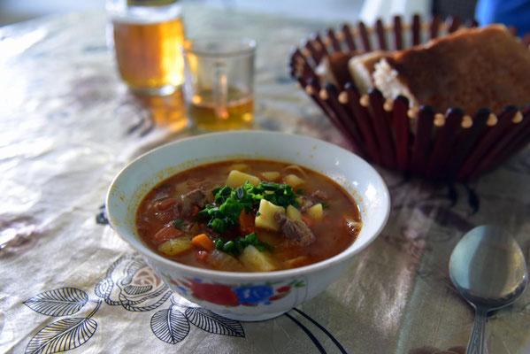 die Suppe vorm Schaschlik