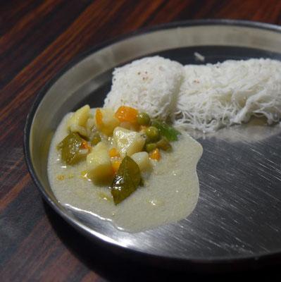 eine weiteres südindisches Frühstück - gedämpfte Reisspaghetti mit Kokoscurry