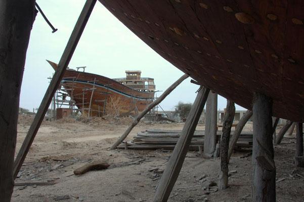 bei den traditionellen Bootsbauern auf Qeshm