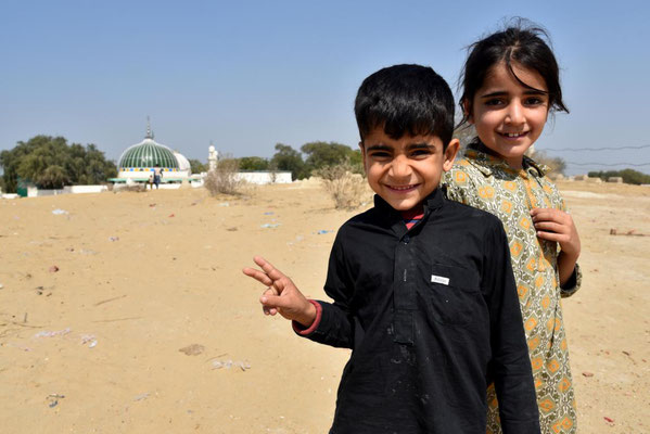 2 von 4 Kindern: Shah Wali & Hamdiya