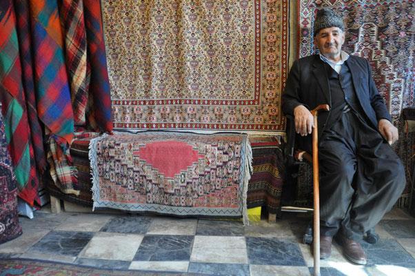 bei dem Alten haben wir uns eine kurdische Decke zugelegt