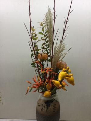 秋色の花瓶花