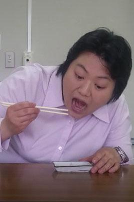 女優伊達の食いしん坊役