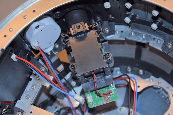 Build your own R2-D2 Heft 66 Der Projektor aus Ausgabe 29 wird auf den Rahmen der Kuppel geschraubt