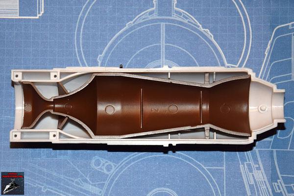 DeAgostini Bau deinen X-Wing Ausgabe 25 Die Befestigung der Fusionskammer wird an der oberen Hälfte der Fusionskammer befestigt und diese in die obere Hälfte des Fusionstriebwerkgehäuses gesteckt