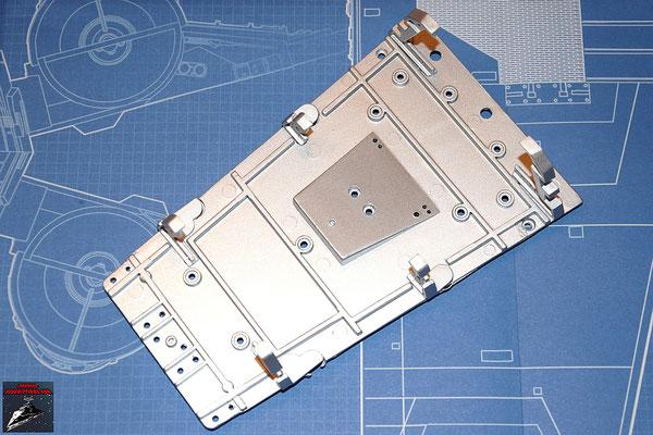 DeAgostini Bau deinen X-Wing Ausgabe 3 Die Rahmenteile werden auf den Cockpitboden geschraubt