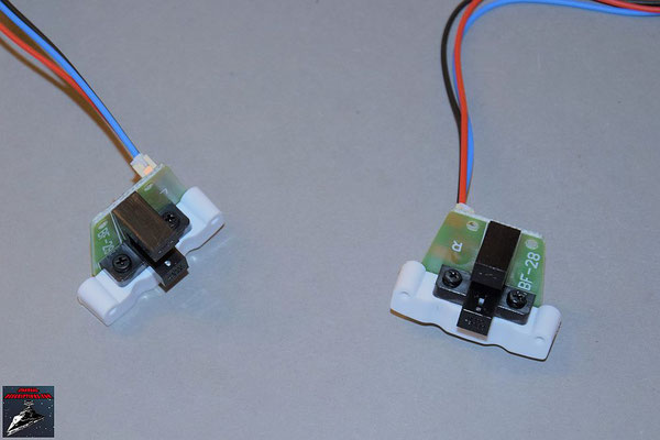 Build your own R2-D2 Heft 83 Die Drehsensoren werden an die Halterungen geschraubt und die Kabel angeschlossen