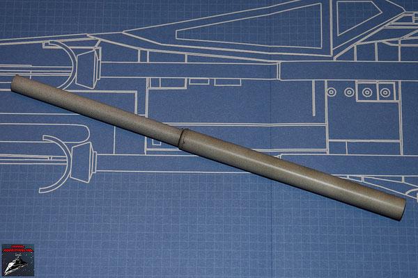DeAgostini Bau deinen X-Wing Ausgabe 1 Die beiden Teile der Laserkanone werden mit dem Verbindungsstück verbunden