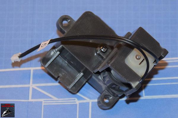 DeAgostini Bau deinen X-Wing Ausgabe 70 Die Getriebeabdeckung wird auf das Getriebegehäuse geschraubt