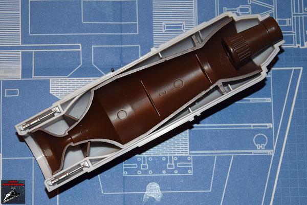 DeAgostini Bau deinen X-Wing Ausgabe 26 Die beiden Hydraulikregulierer und der Alluvialdämpfer werden an der oberen Hälfte des Fusionstriebwerkgehäuses  befestigt