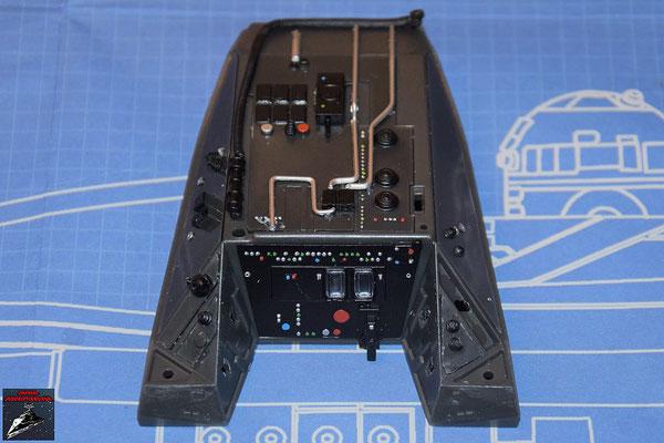 DeAgostini Bau deinen X-Wing Ausgabe 63 Die Instrumententafeln aus Ausgabe 63 werden an der Instrumentenkonsole befestigt