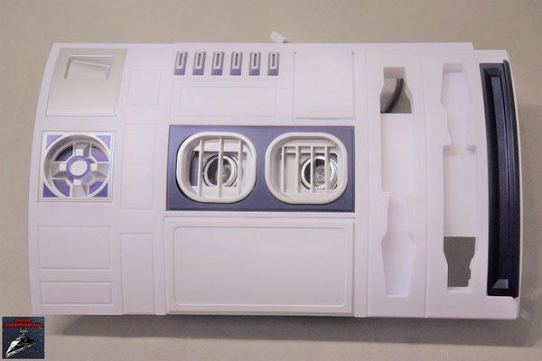 Build your own R2-D2 Heft 82 Die Grillhalterung wird von innen an die Rumpfverkleidung geschraubt