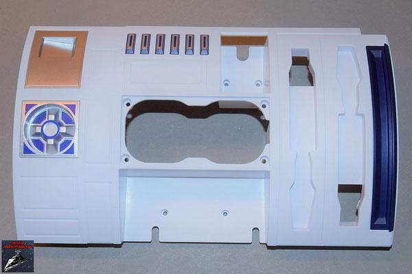 Build your own R2-D2 Heft 80 Die Details und die Schalter werden an die Rumpfverkleidung geschraubt