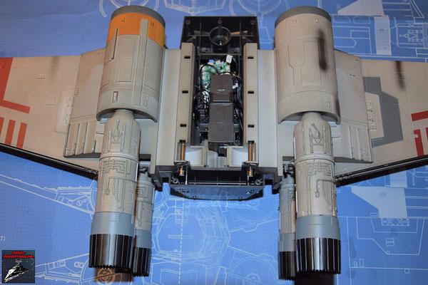 DeAgostini Bau deinen X-Wing Ausgabe 71 Die Flügel werden in das Gehäuse für den Flügelantrieb gesetzt und mit den Flügeldrehstangen aus Ausgabe 69 befestigt