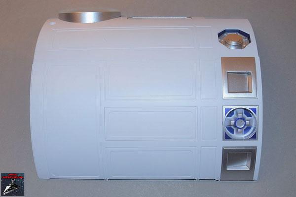 Build your own R2-D2 Heft 70 Die beiden bisherigen Rumpfverkleidungen werden miteinander verschraubt