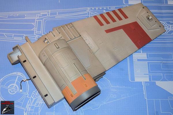 DeAgostini Bau deinen X-Wing Ausgabe 60 Die Gyroskop-Baugruppe aus Ausgabe 54 wird an dem Energieverteiler befestigt und das Antriebsgehäuse aus Ausgabe 54 wird auf die Außenseite des Flügels geschraubt.