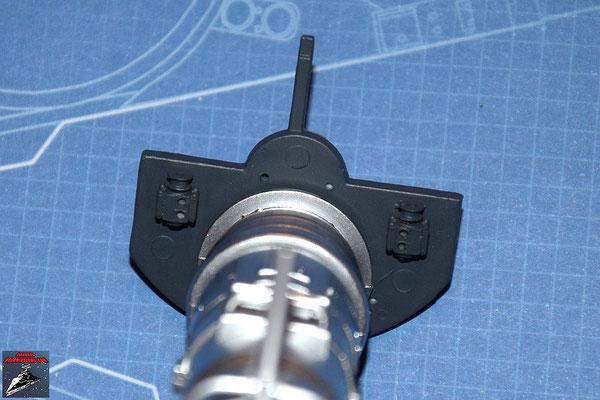 DeAgostini Bau deinen X-Wing Ausgabe 16 Die Anbaudetails werden an der internen Trennwand befestigt und die Wand an den Energieverteiler gedrückt.