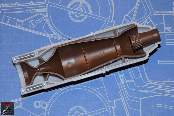 DeAgostini Bau deinen X-Wing Ausgabe 56 Die beiden Hydraulikregulierer und der Alluvialdämpfer werden an der oberen Hälfte des Fusionstriebwerkgehäuses (Ausgabe 55) befestigt