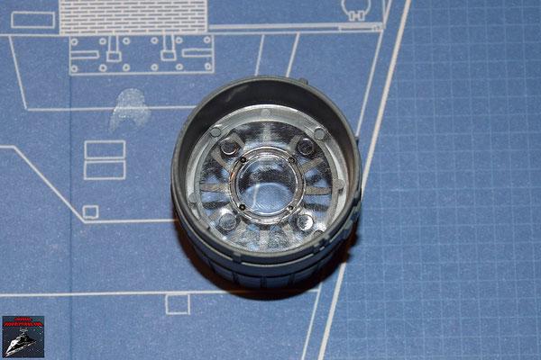 DeAgostini Bau deinen X-Wing Ausgabe 27 Die Linse wird mit dem Schubdiffusor verbunden und in die Schubdüse geschoben