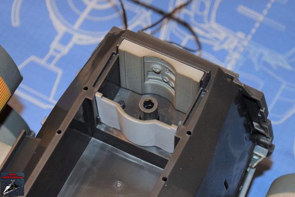 DeAgostini Bau deinen X-Wing Ausgabe 77 R2-D2 kann zu Testzwecken in den Droidenschacht gestellt werden