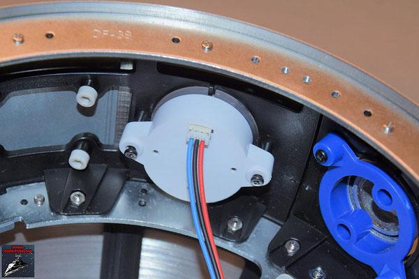 Build your own R2-D2 Heft 65 Die Prozessoranzeige aus Ausgabe 45 wird von innen an die Kuppel geschraubt