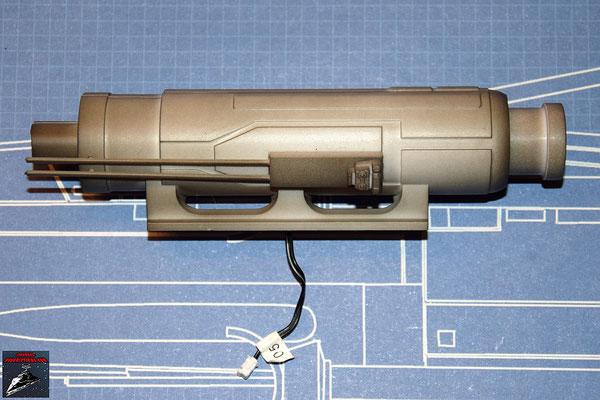 DeAgostini Bau deinen X-Wing Ausgabe 33 Die beiden Gehäusehälften werden zusammengedrückt, die Details befestigt und das hintere Ende aufgeschoben