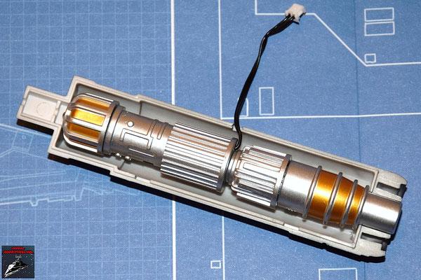 DeAgostini Bau deinen X-Wing Ausgabe 3 Der Lasergenerator wird in die innere Gehäusehälfte der Laserkanone gesetzt