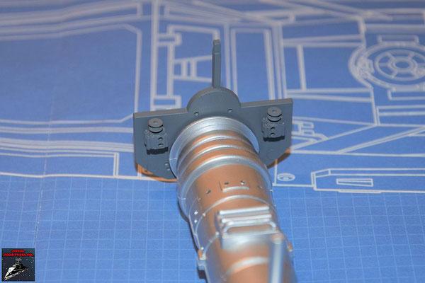 DeAgostini Bau deinen X-Wing Ausgabe 60 Die Anbaudetails werden an der internen Trennwand befestigt und die Wand an den Energieverteiler gedrückt.