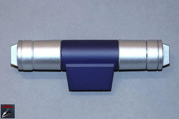 Build your own R2-D2 Heft 43 Die Details für das linke Bein werden zusammengeschraubt und anschließend auf die blaue Halterung gesteckt