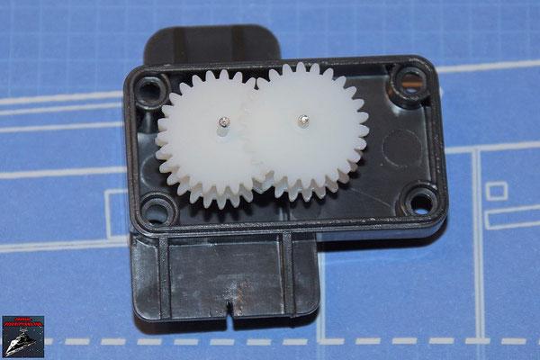 DeAgostini Bau deinen X-Wing Ausgabe 70 Das Betätigungsrad und das Übersetzungsgetriebe werden in das Getriebegehäuse eingesetzt