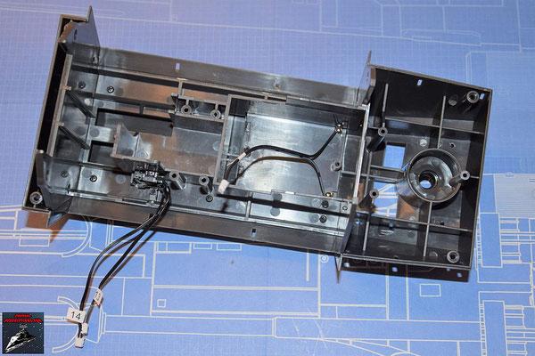 DeAgostini Bau deinen X-Wing Ausgabe 69 Die Halterung für die Flügelmechanik wird in den hinteren Rumpfboden gelegt und festgeschraubt