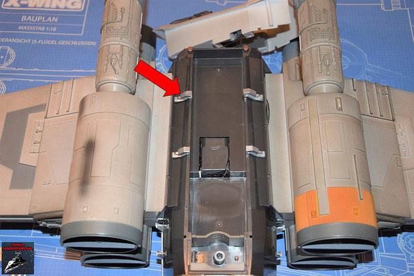DeAgostini Bau deinen X-Wing Ausgabe 81 Die vier Rahmenteile für den hinteren Rumpf werden eingesetzt.