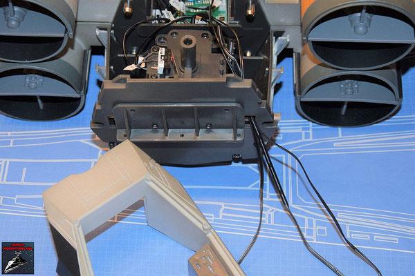 DeAgostini Bau deinen X-Wing Ausgabe 77 Das Kabel der Cockpitbeleuchtung wird angeschlossen