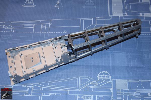 DeAgostini Bau deinen X-Wing Ausgabe 36 Die Rahmenteile werden miteinander verschraubt an zusammen mit den Rahmenteilen aus den  Ausgaben 34 und 35 an den bisherigen Rumpf geschraubt