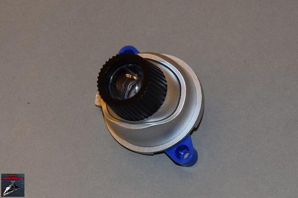 Build your own R2-D2 Heft 9 Die Bauteile des Projektors werden zusammengesteckt und die Befestigung von unten festgeschraubt