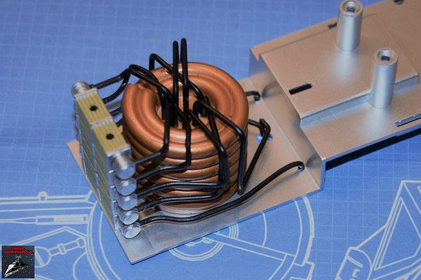 DeAgostini Bau deinen X-Wing Ausgabe 78 Die zwölf Verbindungsrohre werden an dem Energiegenerator und den Stromrichtern befestigt.