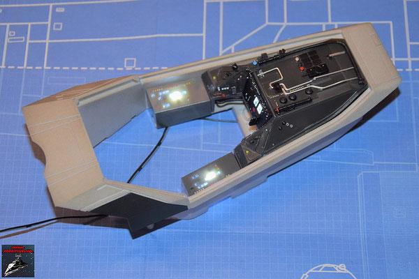 DeAgostini Bau deinen X-Wing Ausgabe 64 Die LEDs werden verlegt und die Instrumentenkonsole wird an dem Cockpitgehäuse aus Ausgabe 6 befestigt