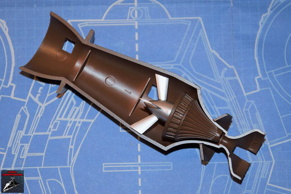 DeAgostini Bau deinen X-Wing Ausgabe 56 Die Befestigung der Fusionskammer wird an der unteren Hälfte der Fusionskammer befestigt. Turbogenerator und die Abdeckung werden zusammengesteckt und zusammen mit dem Turboimpeller an der Fusionskammer befestigt