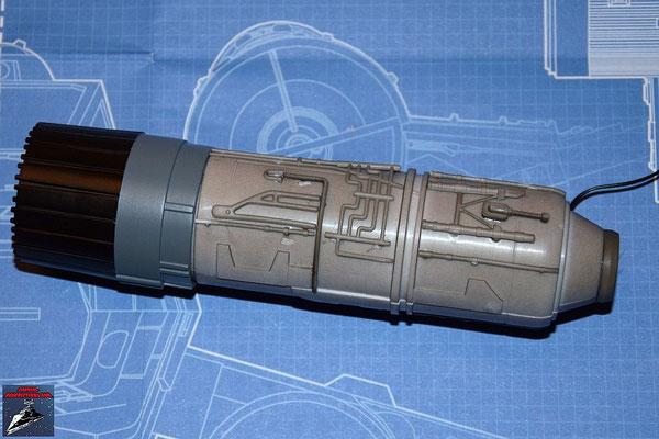 DeAgostini Bau deinen X-Wing Ausgabe 13 Beide Hälften des Fusionstriebwerksgehäuse werden miteinander vebunden