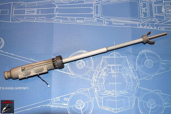 DeAgostini Bau deinen X-Wing Ausgabe 20 Das Kanonenrohr wird an dem Gehäuse befestigt und der Lichtwelleneiter darin verlegt