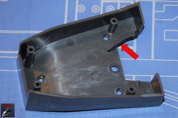 DeAgostini Bau deinen X-Wing Ausgabe 63 Ein Detail wird an der Unterseite der Frontkonsole aus Ausgabe 5 befestigt