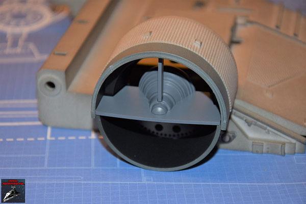 Bau Deinen X-Wing Ausgabe 41 Die Einzelteile der Düse werden zusammengesteckt und die Baugruppe in das Antriebsgehäuse geschraubt