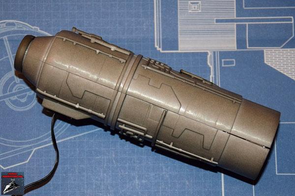 DeAgostini Bau deinen X-Wing Ausgabe 27 Beide Hälften des Fusionstriebwerksgehäuse werden miteinander vebunden