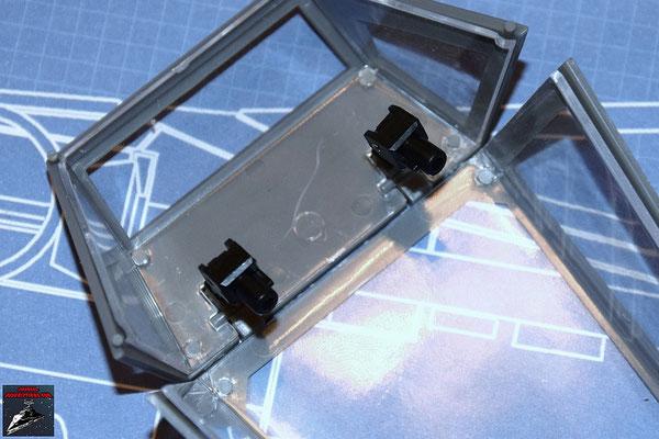 DeAgostini Bau deinen X-Wing Ausgabe 35 Die Federbeine, die das Öffnen und Schließen der Cockpithaube unterstützen, werden zusammengesetzt und an den Halterungen der Cockpithaube befestigt