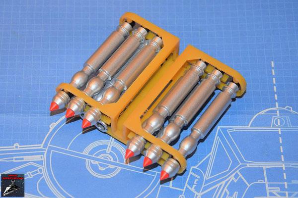 DeAgostini Bau deinen X-Wing Ausgabe 76 Die Torpedos werden zusammengesteckt und die Torpedospitzen aus Ausgabe 76 augesetzt. Zum Schluss wird die Oberseite des Gestells befestigt.