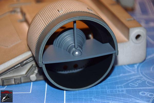 DeAgostini Bau deinen X-Wing Ausgabe 24 Das untere Antriebsgehäuse wird aufgesteckt