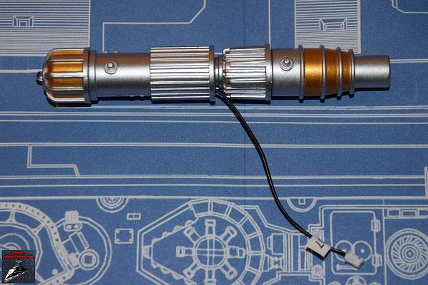 DeAgostini Bau deinen X-Wing Ausgabe 50 Die LED wird in das vordere Endstück der Laserkanone geklebt und die anderen Teile zusammengesetzt