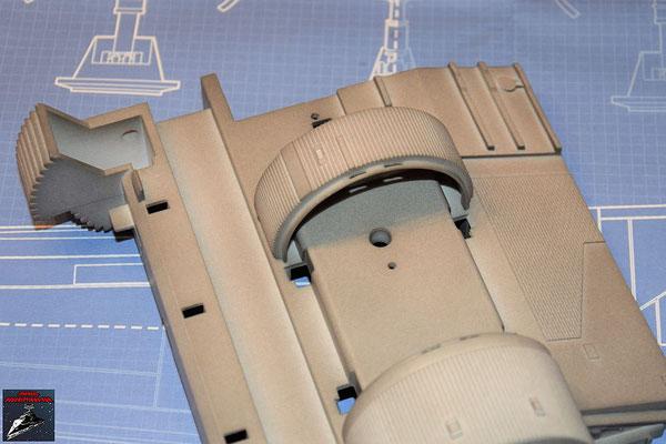 Bau Deinen X-Wing Ausgabe 41 Das kleinere Antriebsgehäuse wird an die Antriebsbefestigung geschraubt