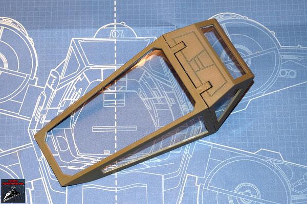 DeAgostini Bau deinen X-Wing Ausgabe 18 Die Cockpitverglasungen werden von innen an den Cockpitrahmen gedrückt